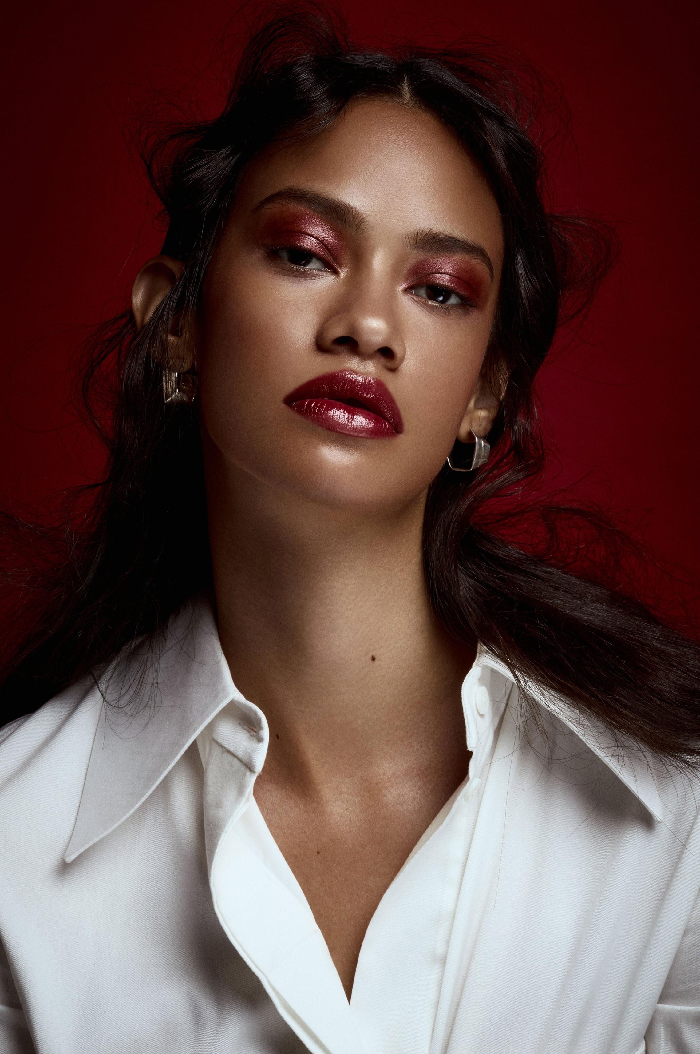 Таис Мартинс - женщина в красном / фото 02