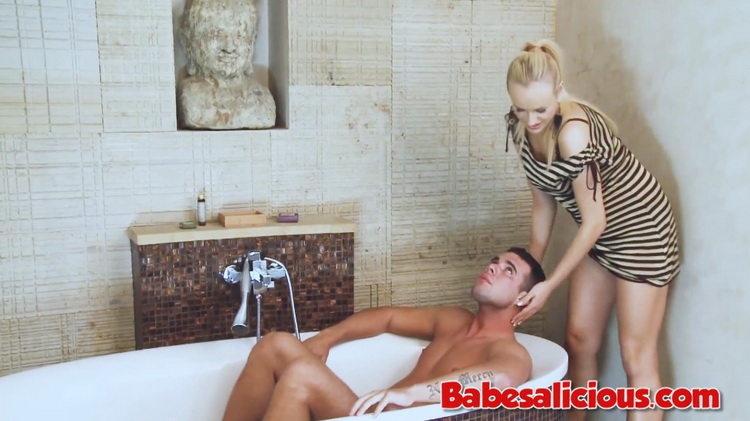 Unknown - HOT Babe Foot Job in the Bath [Babesalicious] (FullHD|MP4|448 MB|2021)