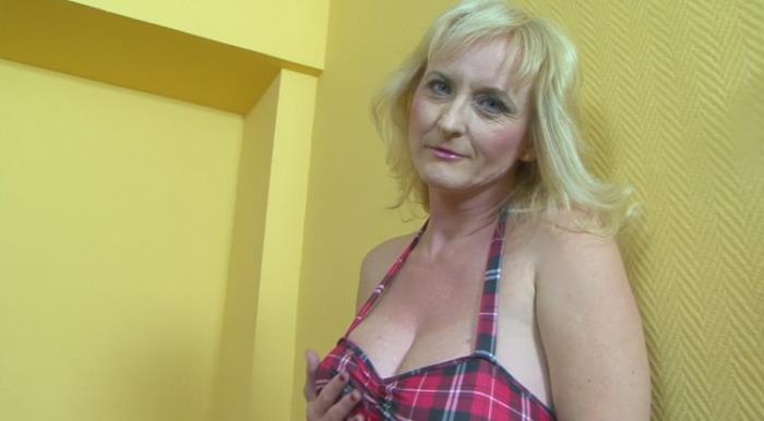 Hot Interracial Sex with a Big Tits Granny
