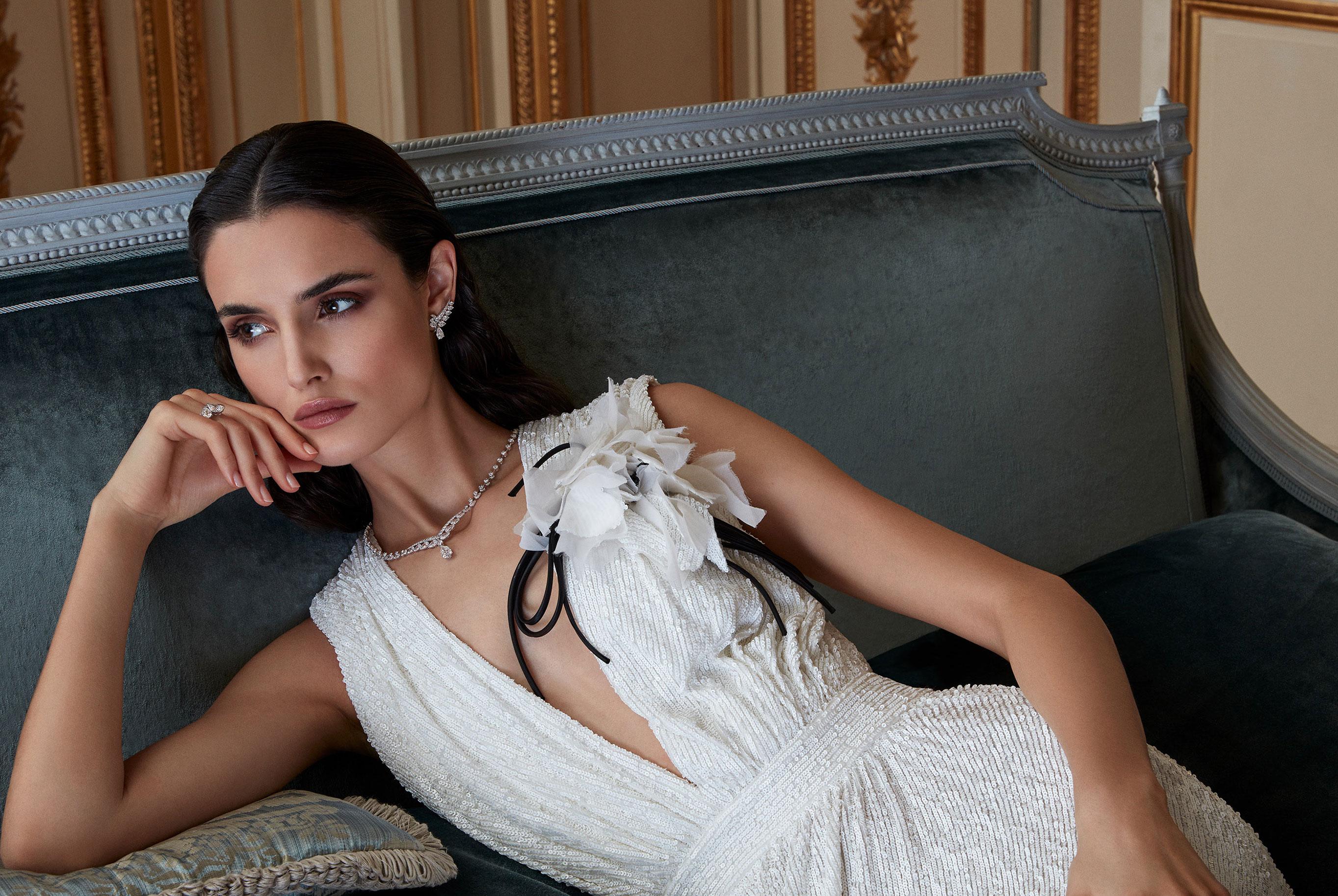 классические парижские ювелирные изделия Chaumet на красивой девушке / фото 05