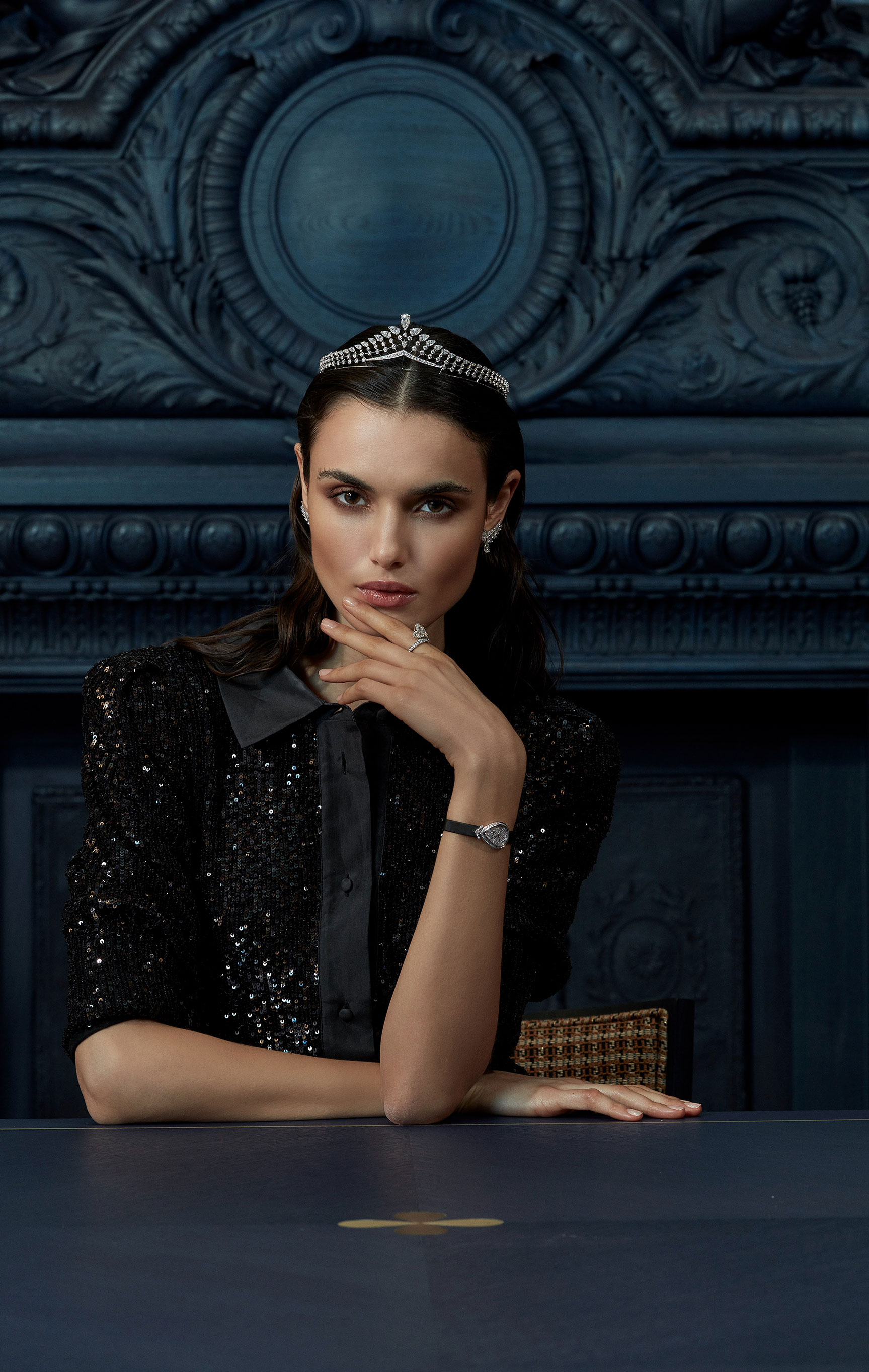 классические парижские ювелирные изделия Chaumet на красивой девушке / фото 11