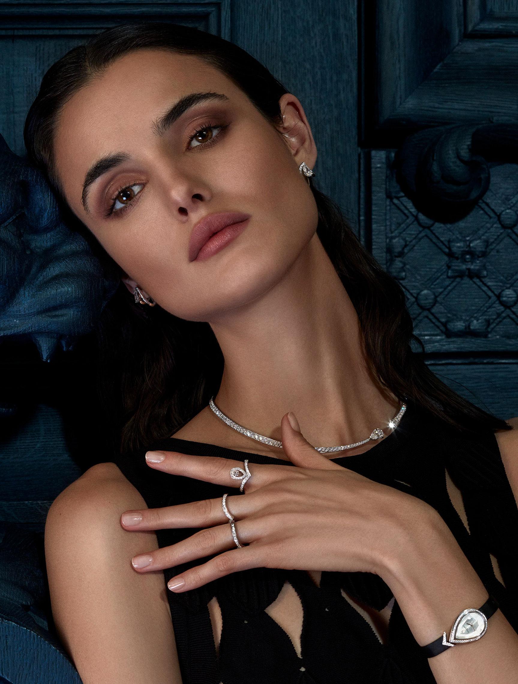 классические парижские ювелирные изделия Chaumet на красивой девушке / фото 14