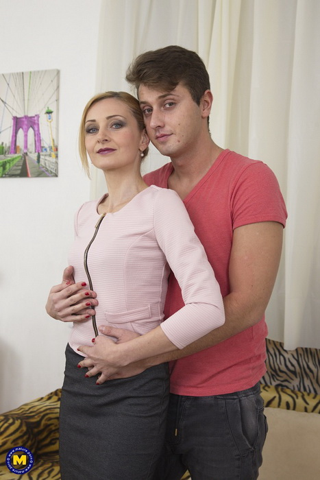 Luca Bella (37) - hot housewife Luca Bella doing her toyboy [Mature.nl/Mature.eu] (FullHD|MP4|1.81 GB|2021)